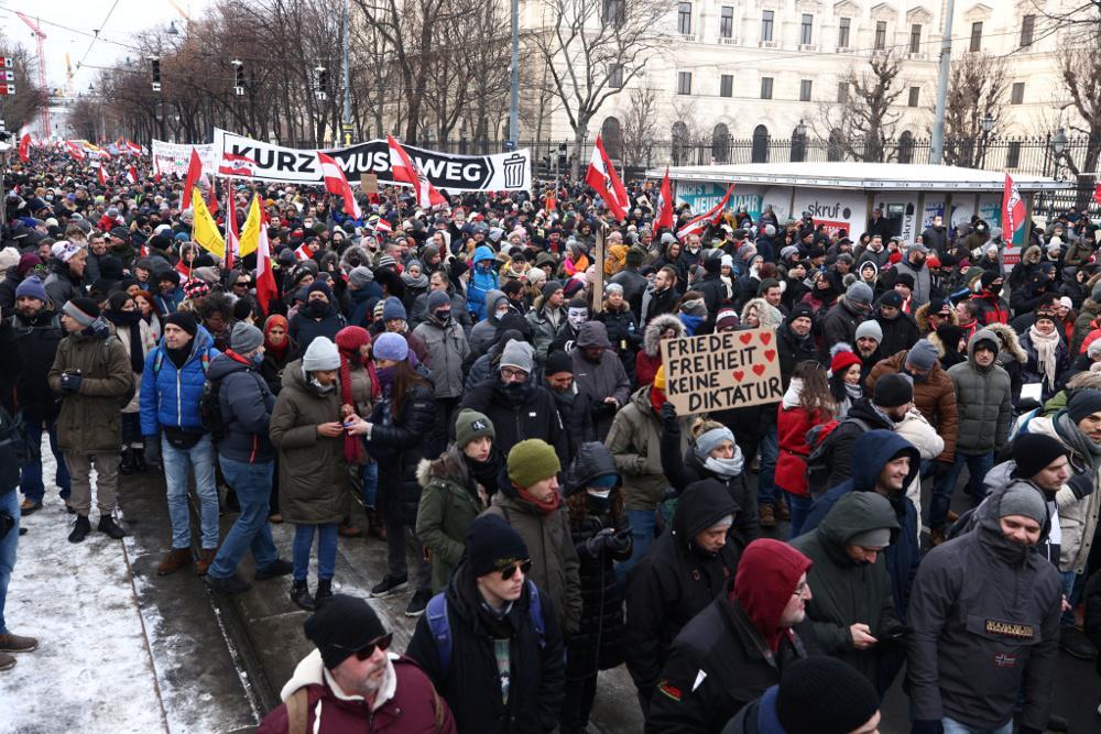 Κορωνοϊός - Αυστρία: Διαδηλώσεις κατά των περιοριστικών μέτρων - Παράταση  του lockdown ανακοινώνει ο Κουρτς