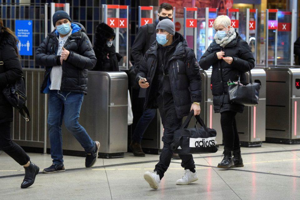 Κορωνοϊός - Δεν «άντεξε» η Σουηδία: Η κυβέρνηση ανακοίνωσε πιο αυστηρά μέτρα
