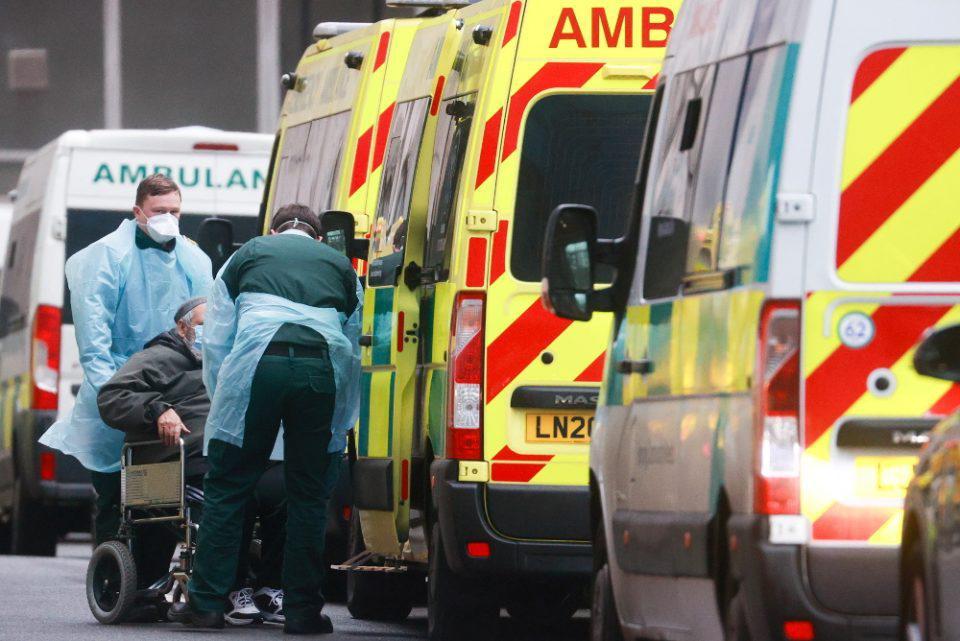 Κορωνοϊός - Βρετανία: Νέο ρεκόρ με 1.610 ημερήσιους θανάτους