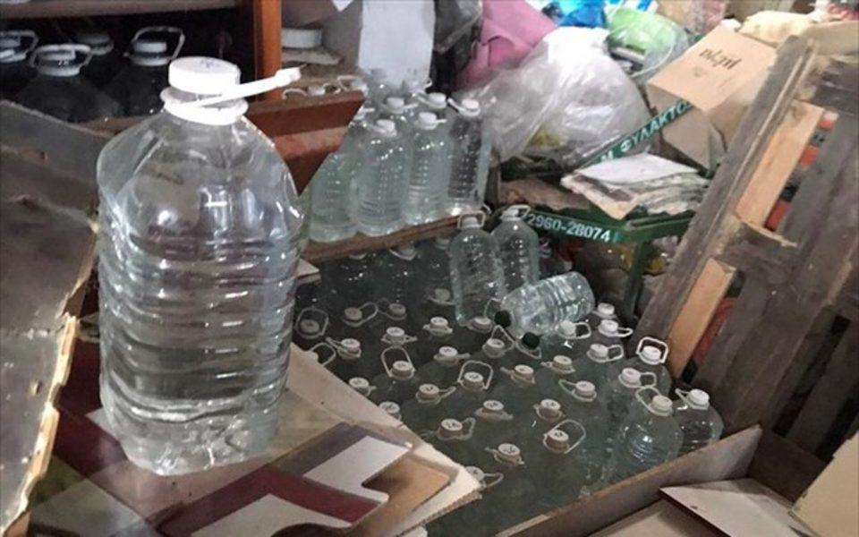ΣΔΟΕ: Στο «φως» κύκλωμα που διακινούσε λαθραίο τσίπουρο