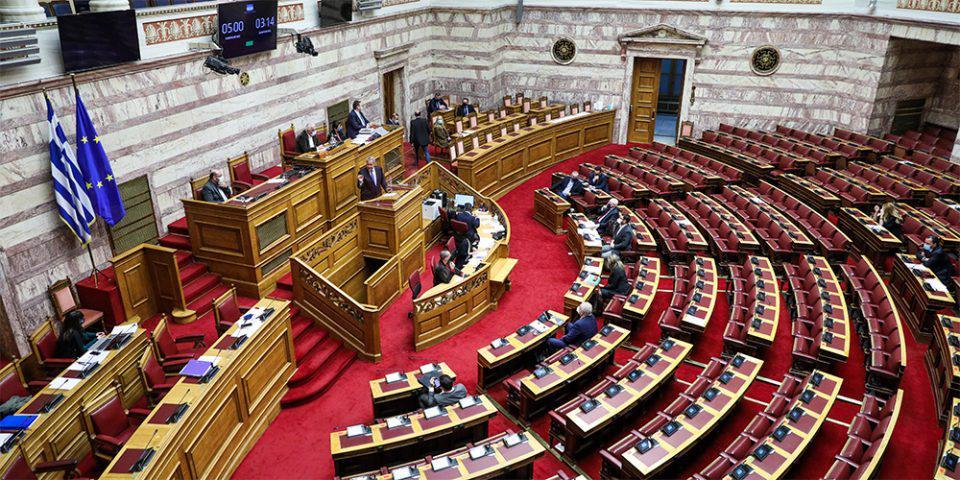 Βουλή: Υπερψηφίστηκε το νομοσχέδιο για τον εκσυγχρονισμό των προσλήψεων στο Δημόσιο
