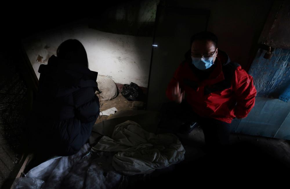 Κορωνοϊός - Ουχάν: Συγγενείς θυμάτων καταγγέλλουν δωροδοκίες και εκφοβισμό για να μην μιλήσουν