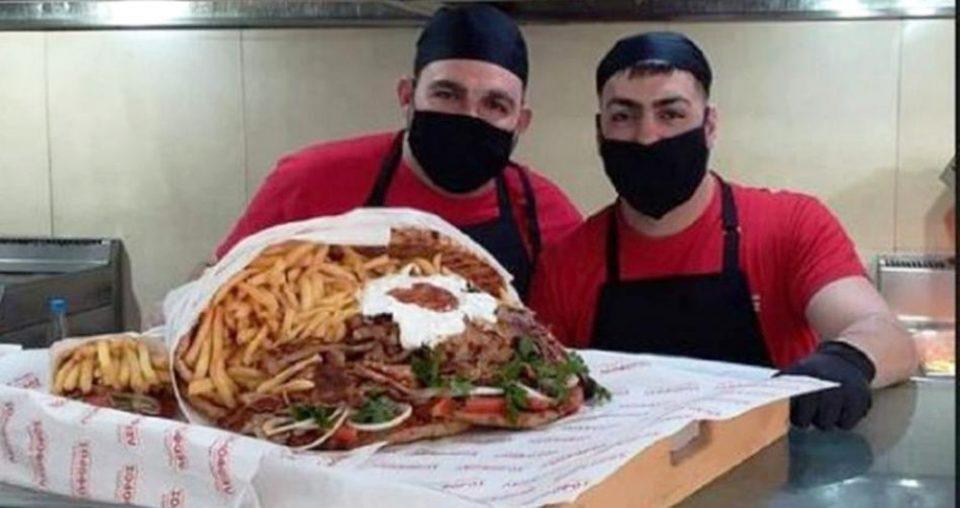 Άγιος Βαλεντίνος: Ανθοδέσμη πιτόγυρο 8,5 κιλών που ισοδυναμεί με 25 σουβλάκια