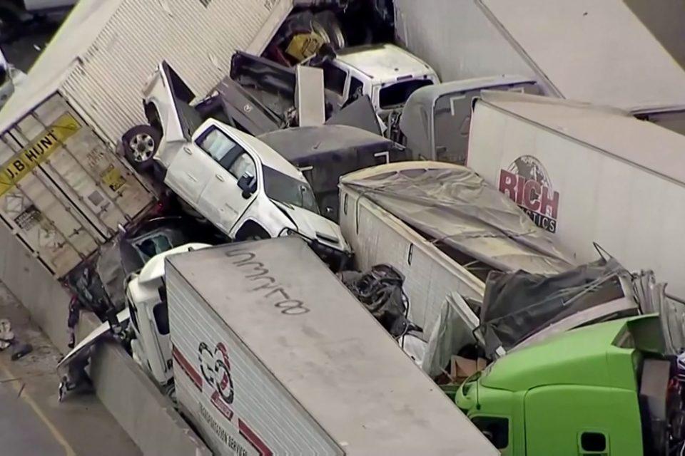 Απίστευτες εικόνες από καραμπόλα 100 οχημάτων: Τουλάχιστον εννιά νεκροί