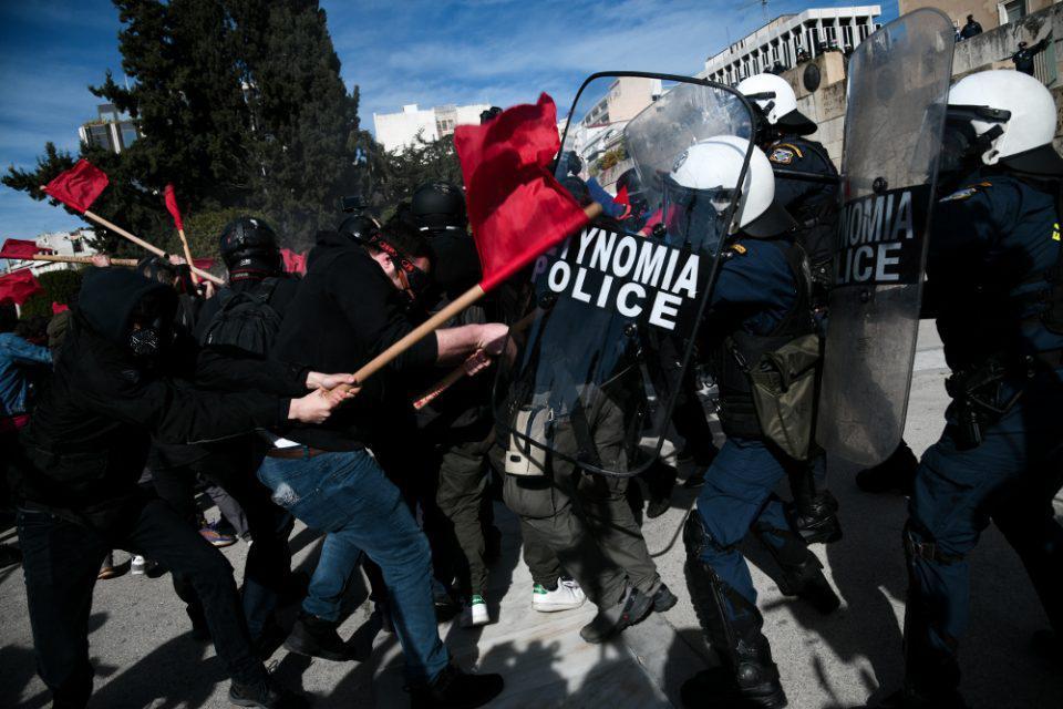 Επεισόδια στο Σύνταγμα στο πανεκπαιδευτικό συλλαλητήριο