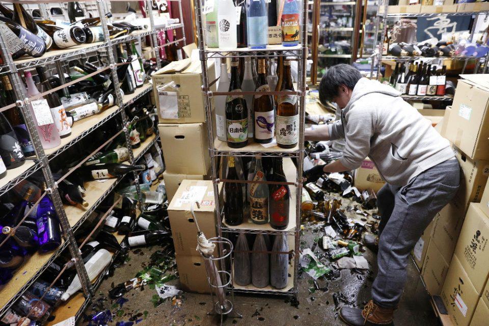 Σεισμός - Φουκουσίμα: Τραυματισμοί και διακοπές ρεύματος από τα 7,1 Ρίχτερ