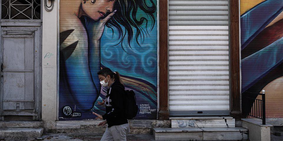 Κορωνοϊός: «Πέφτει» η ηλικία των κρουσμάτων - Τι αναμένεται