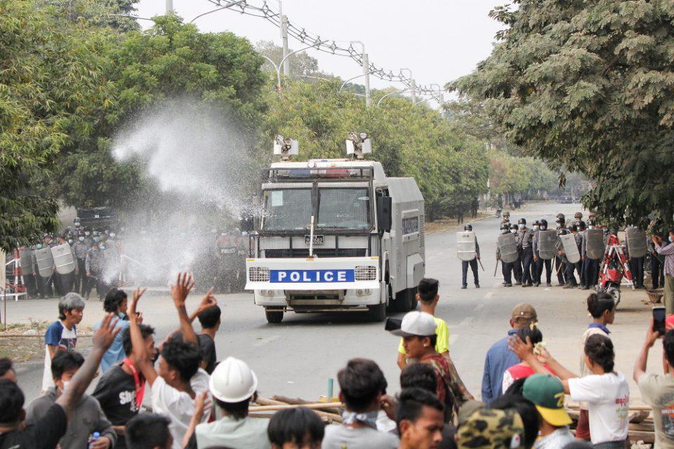 Μιανμάρ: Η αστυνομία άνοιξε πυρ εναντίον διαδηλωτών - 2 νεκροί και 30 τραυματίες