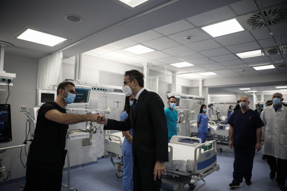 Στο ΚΑΤ ο Μητσοτάκης – Εγκαινίασε 30 νέα κρεβάτια ΜΕΘ