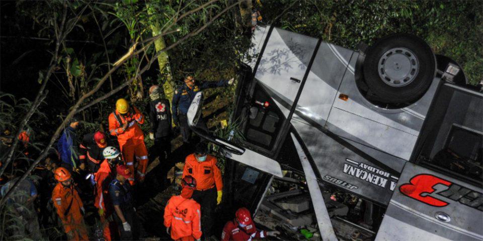 Τραγωδία στην Ινδονησία: Λεωφορείο που μετέφερε μαθητές έπεσε σε χαράδρα - 27 νεκροί