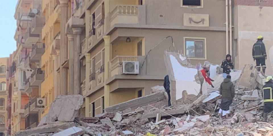 Αίγυπτος: Ένταλμα σύλληψης για τον ιδιοκτήτη του δεκαώροφου κτιρίου που κατέρρευσε
