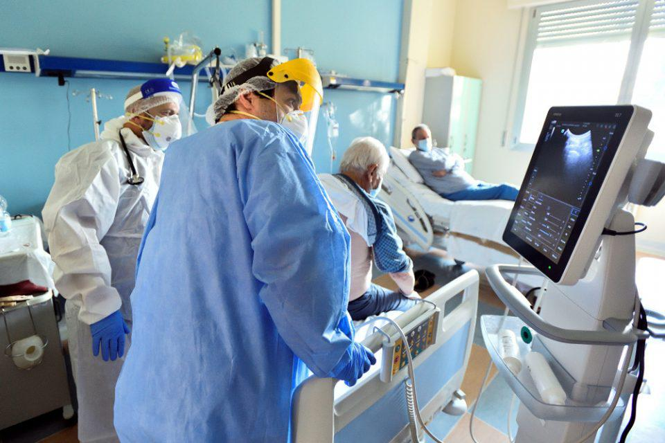 Κορονοϊός: Γεμίζουν ξανά τα νοσοκομεία από ανεμβολίαστους