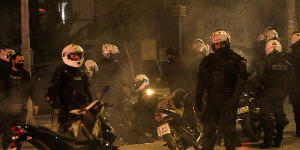 Νέα Σμύρνη: «Είμαστε εγκλωβισμένοι» - Ηχητικό ντοκουμέντο των διαλόγων της ΕΛ.ΑΣ. την ώρα της επίθεσης στον αστυνομικό