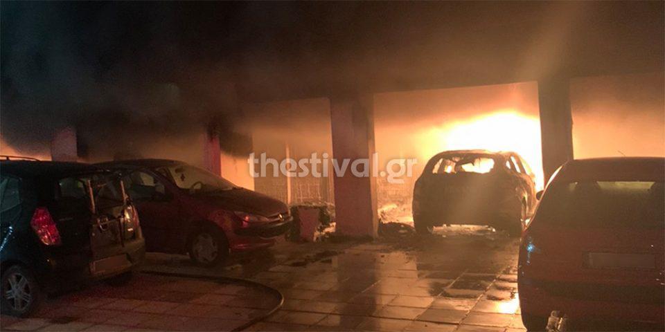 Θεσσαλονίκη: Εμπρηστική επίθεση σε πολυκατοικία - Κινδύνευσαν ζωές [εικόνες & βίντεο]