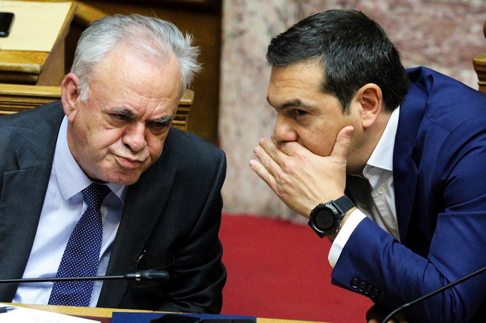 Σκληρή ανακοίνωση ΝΔ: Ο κ. Δραγασάκης να αφήσει τα ανέκδοτα και να απαντήσει στις καταγγελίες Βαρουφάκη - Τι απαντά ο ίδιος