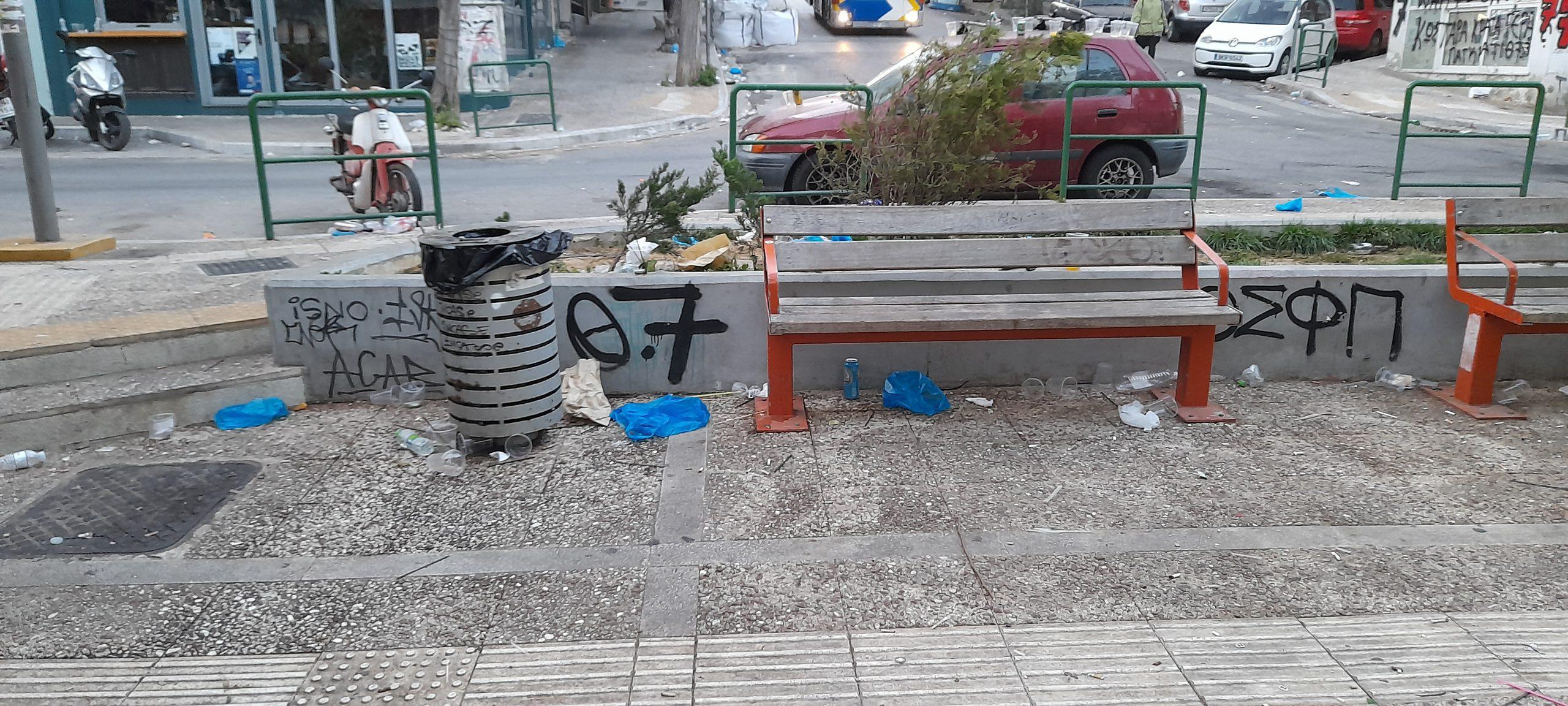 Να παραδώσουν την πλατεία Βαρνάβα καθαρή και περιποιημένη ξανά στους ανθρώπους της 2ηςΔημοτικής κοινότητας , φρόντισαν από νωρίς το πρωί οι εργαζόμενοι της καθαριότητας του Δήμου Αθηναίων.