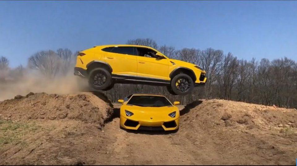 Θα μας τρελάνουν: Lamborghini Urus κάνει άλμα πάνω από μία Aventador