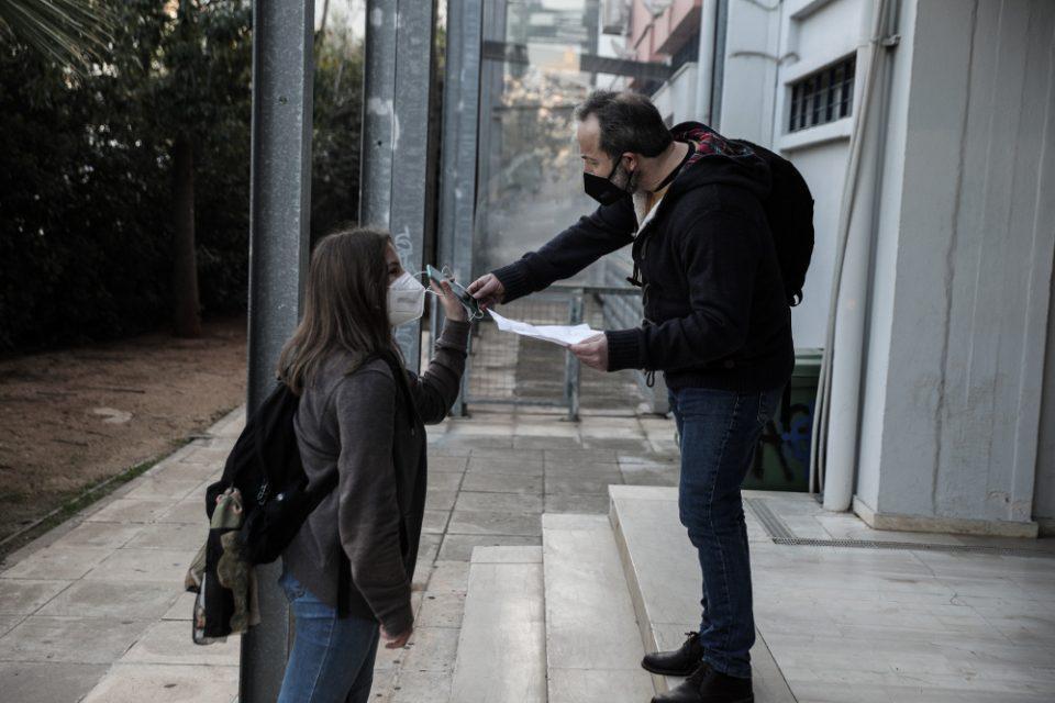 Σχολεία: «Με το self test στο χέρι» η επιστροφή των μαθητών στα Λύκεια: Θετικοί 408 μαθητές και καθηγητές