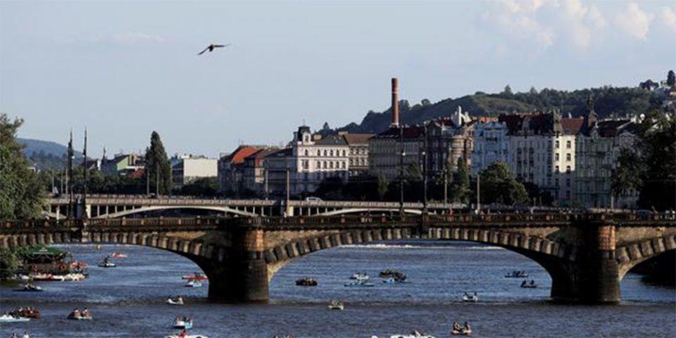 «Κατασκοπευτικό θρίλερ» στην Τσεχία: Απελαύνει 18 Ρώσους διπλωμάτες