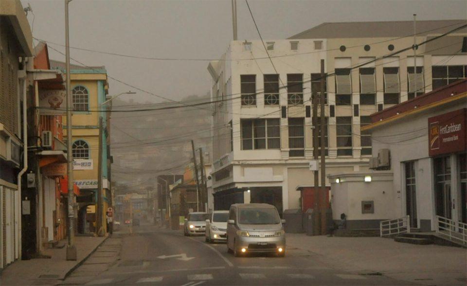 Άγιος Βικέντιος: Τέφρα καλύπτει το νησί της Καραϊβικής