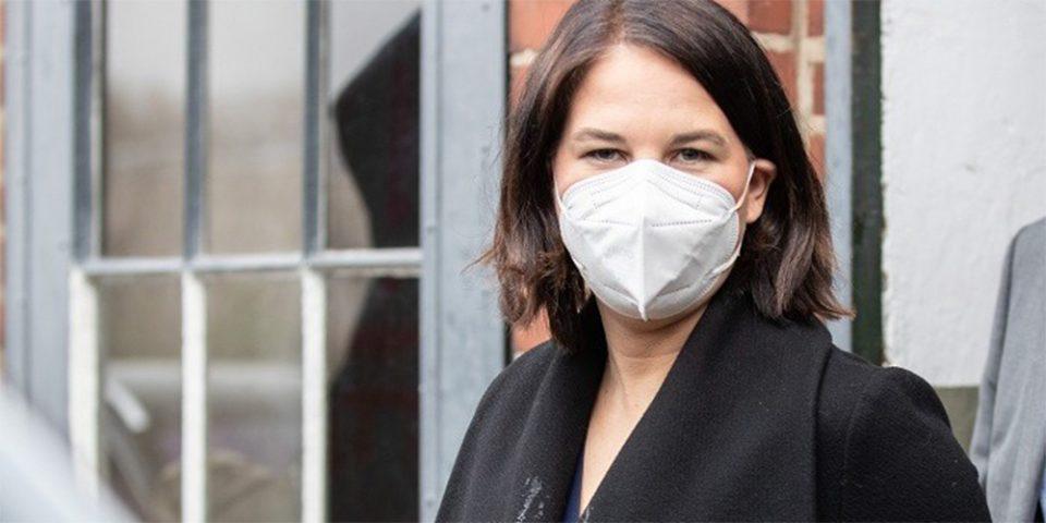 Μπέρμποκ: Ποια είναι η 40χρονη υποψήφια καγκελάριος των Πρασίνων