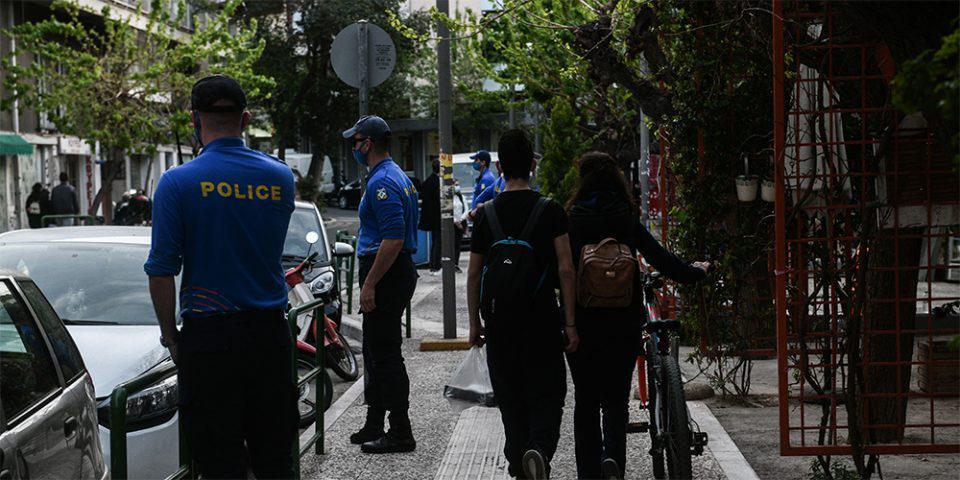 «Λουκέτο» στην πλατεία Βεάκη για την αποφυγή κορωνοπάρτι