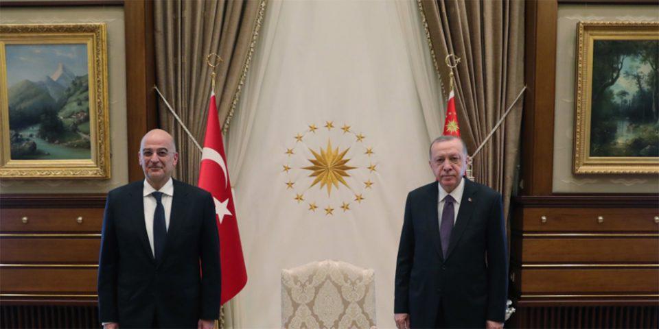 Ελληνοτουρκικά: Ολοκληρώθηκε η συνάντηση Δένδια - Ερντογάν