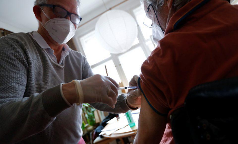 Θεμιστοκλέους: Εντός του Ιουνίου θα αρχίσει ο εμβολιασμός κατ' οίκον