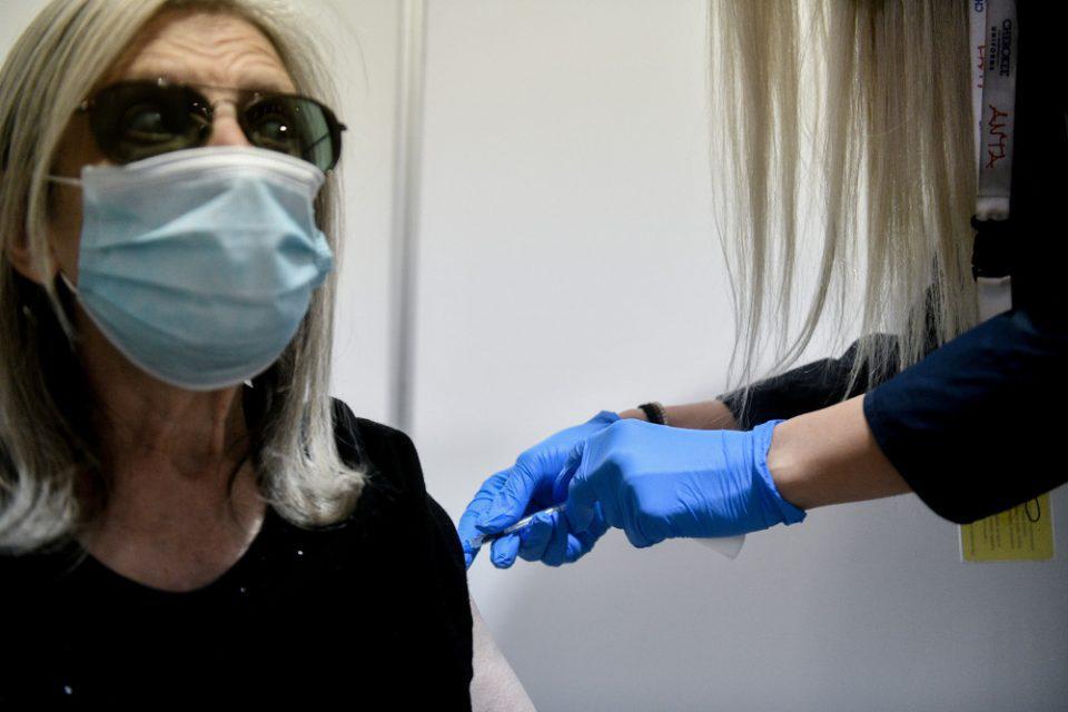 Εμβόλια: Τι θα γίνει αν κάνουμε πρώτη δόση AstraZeneca και δεύτερη Pfizer