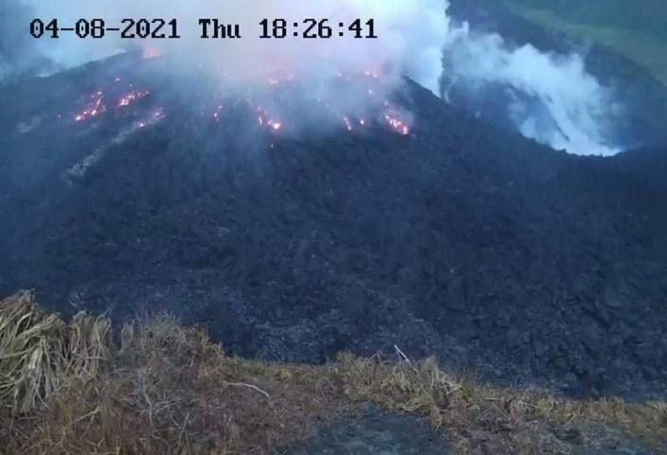 Εξερράγη το ηφαίστειο Λα Σουφριέρ, οι κάτοικοι εκκενώσουν την περιοχή