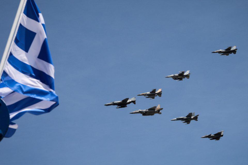 Ηνίοχος 2021: Μαχητικά αεροσκάφη πέταξαν πάνω από την Αθήνα [εικόνες]