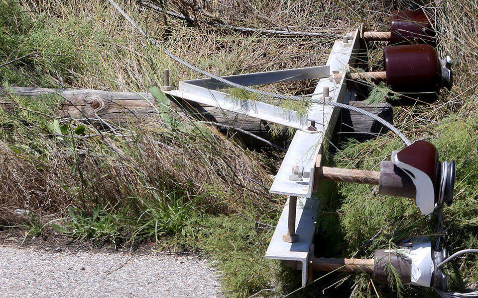 Ανώγεια: Νοτιάδες έκοψαν στη μέση κολώνα της ΔΕΗ