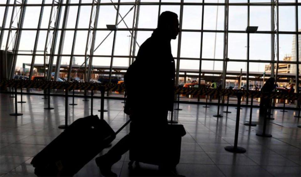 Κορωνοϊός: «Πράσινο φως» του CDC σε εμβολιασμένους να ταξιδεύουν