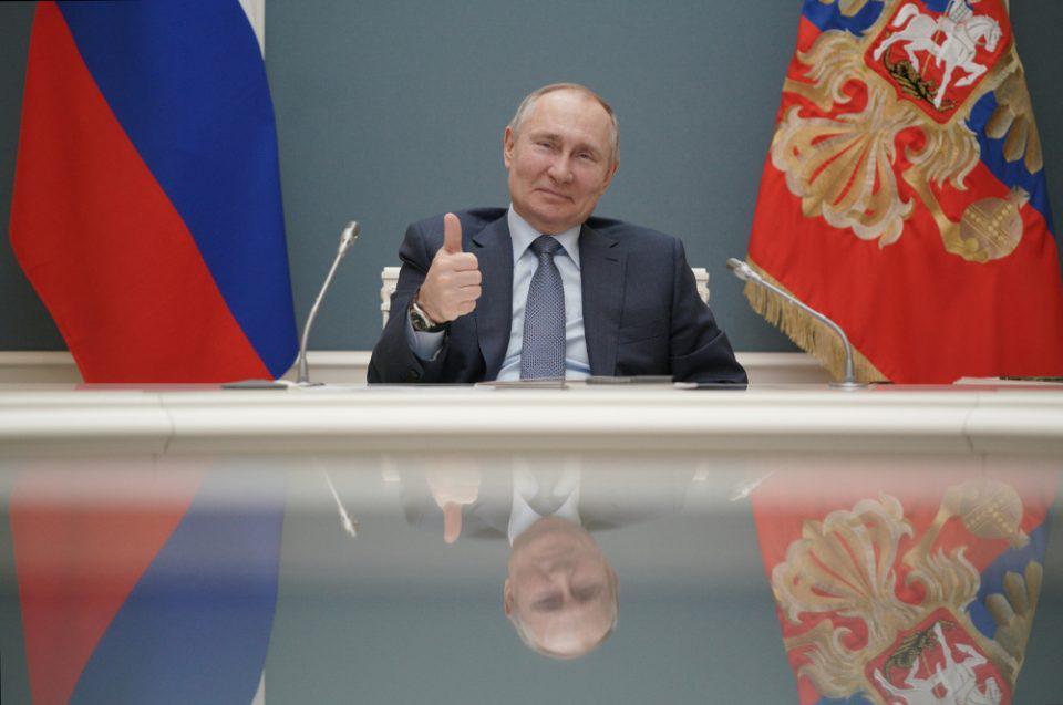 Πούτιν: Υπέγραψε τον νόμο που του δίνει δικαίωμα για άλλες 2 θητείες