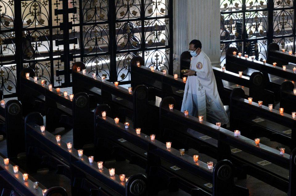 Ιταλία: Ερωτευμένος ιερέας ομολόγησε τα συναισθήματά του και «πέταξε» τα άμφια του