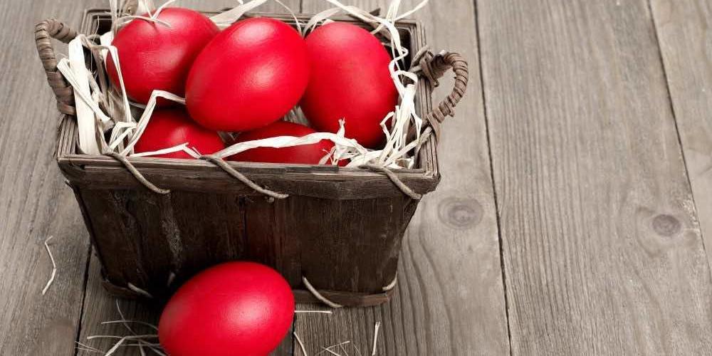 Πασχαλινά αυγά: Το έθιμο και οι πιο εύκολοι τρόποι για να πετύχετε το τέλειο αποτέλεσμα