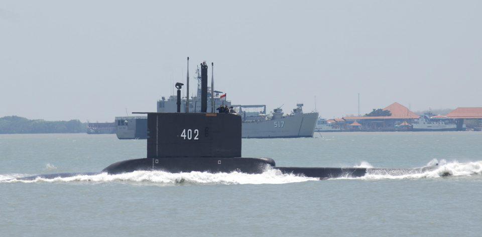 Ινδονησία: «Σπασμένο στα τρία» εντοπίστηκε το υποβρύχιο