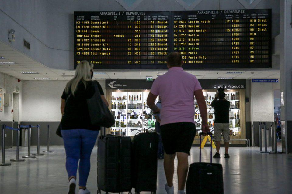 Βρετανία: Προσωρινά εκτός «πράσινης ταξιδιωτικής λίστας» η Ελλάδα - Καραντίνα για όσους επιστρέφουν από τη χώρα μας