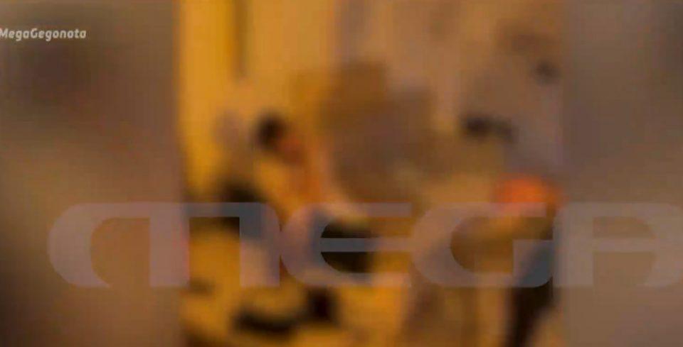 «Κορωνοπάρτι» σε σπίτι στο κέντρο της Αθήνας εν μέσω πανδημίας [βίντεο]