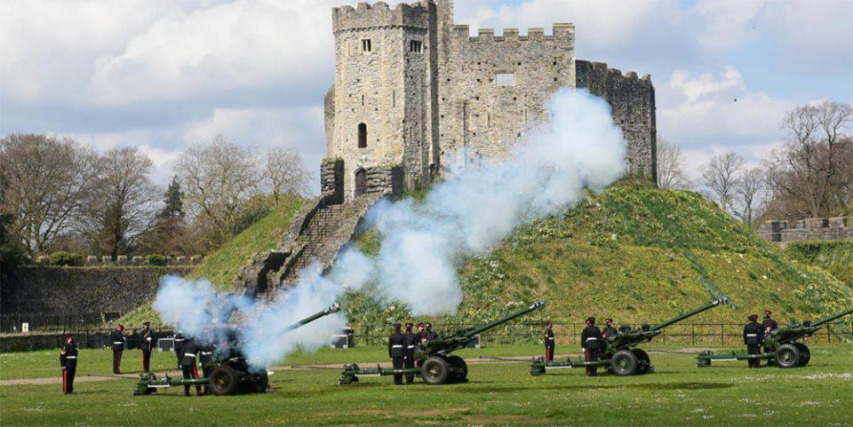 Πρίγκιπας Φίλιππος: Κανονιοβολισμοί από τις βρετανικές ένοπλες δυνάμεις