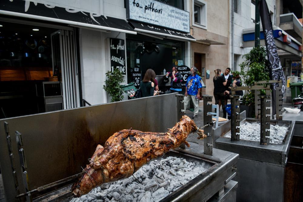 Πάσχα στην πόλη: Πώς γιόρτασαν οι Έλληνες