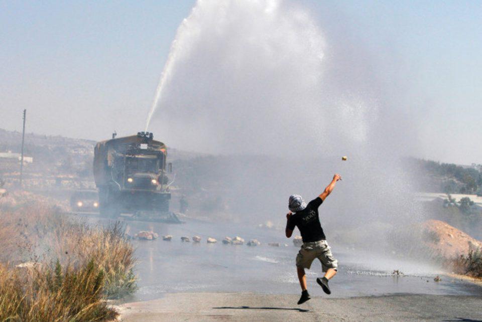 Skunk water: Το… βρομερό όπλο που χρησιμοποιεί το Ισραήλ για να διαλύει πλήθη