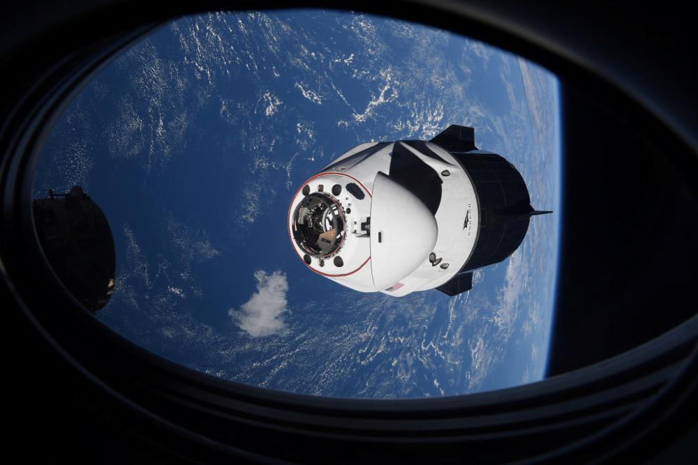 Επέστρεψε στη Γη η διαστημική κάψουλα της SpaceX με 4 αστροναύτες