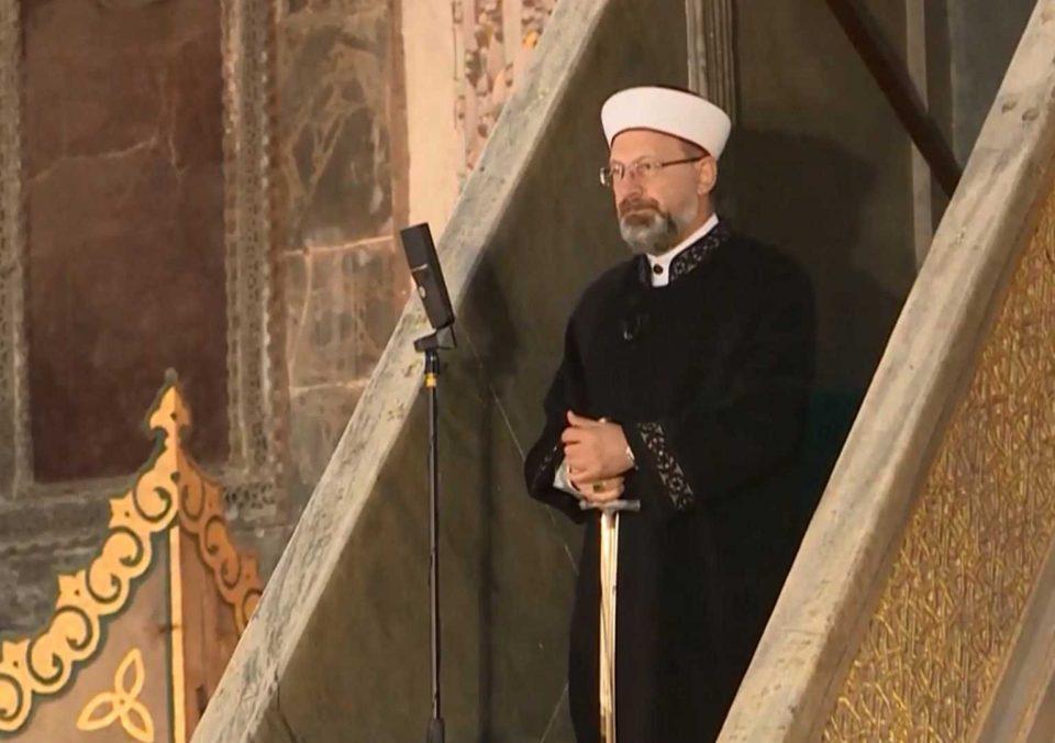 """'Βεβήλωσαν"""" την Αγιά Σοφία: """"Βούλιαξε"""" από μουσουλμάνους ο ναός"""