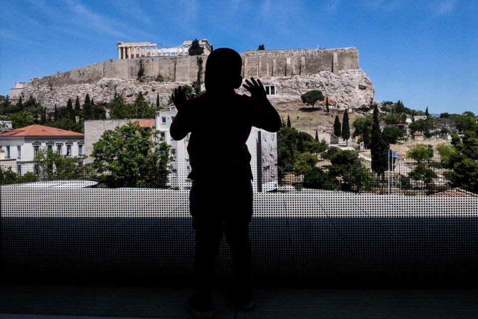 ΥΠΠΟΑ: Ανάπλαση στις «ιστορικές διαδρομές» της Αθήνας