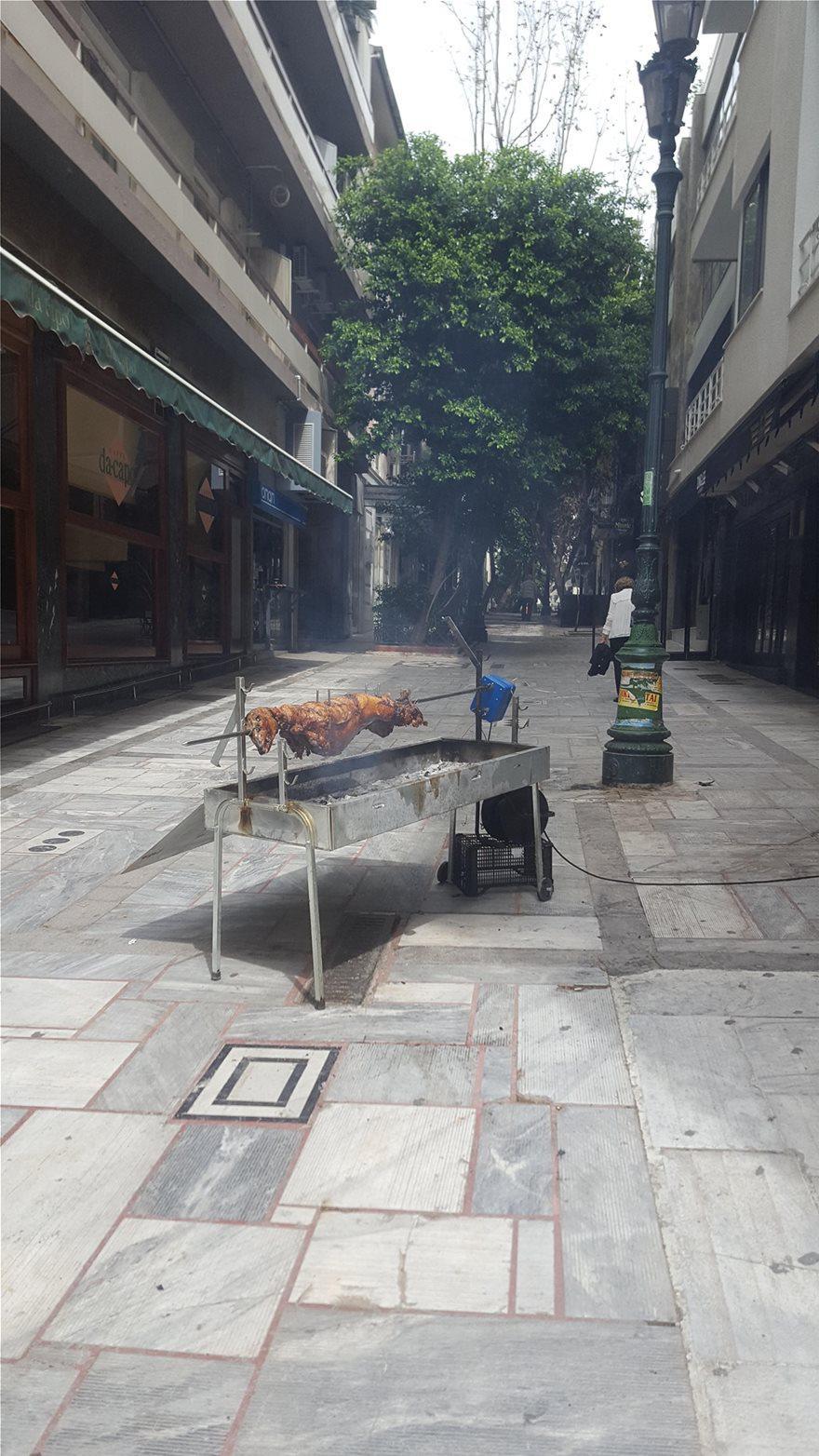 Πάσχα στην πόλη: Σκέπασε την Αττική η τσίκνα από το ψήσιμο του οβελία - Πώς γιόρτασαν οι Έλληνες