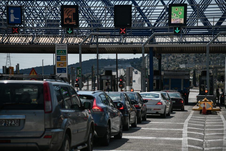 Άρση μετακινήσεων: «Άδειασε» η Αθήνα – Συνεχίζεται η έξοδος, περισσότερα από 60.000 οχήματα σε Αφίδνες- Ελευσίνα