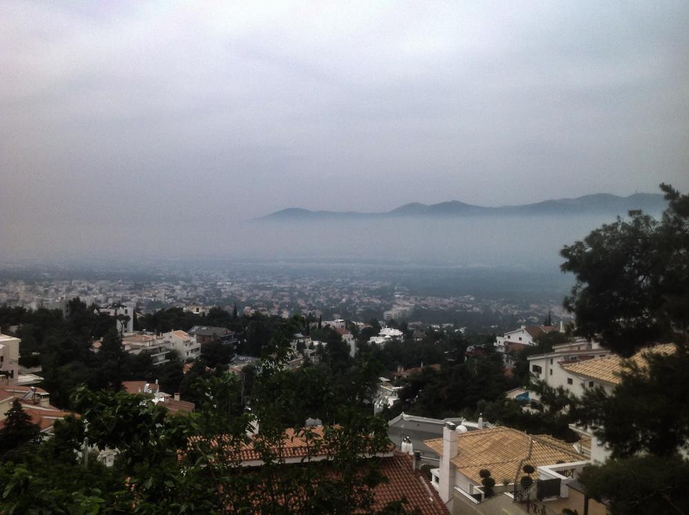 Πάσχα στην πόλη: Σκέπασε την Αττική η τσίκνα από το ψήσιμο του οβελία
