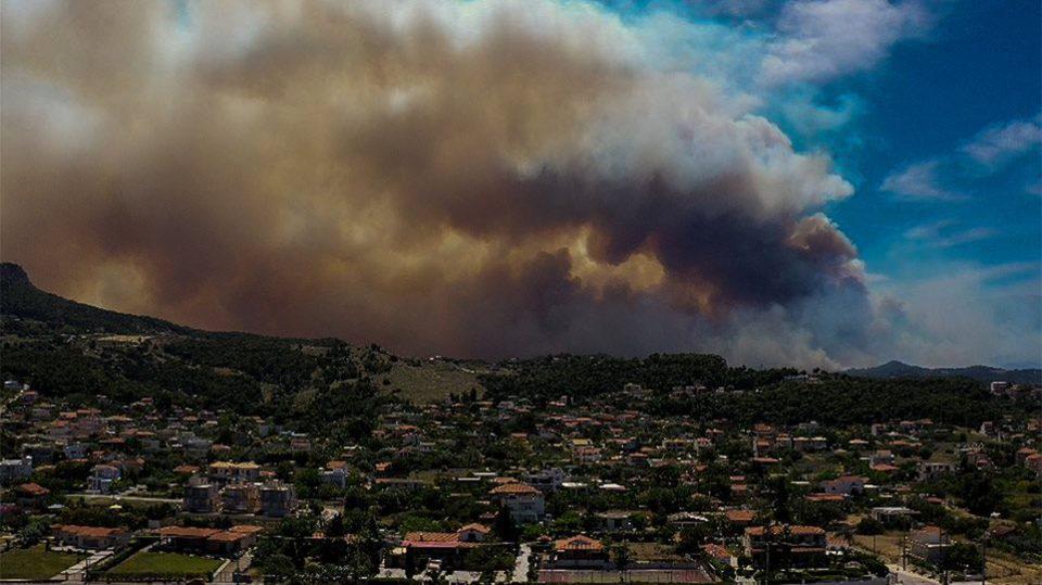 Δήμαρχος Λουτρακιού στο Eleftherostypos.gr: Δύσκολη η κατάσταση με την φωτιά