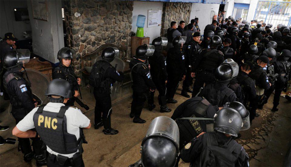 Γουατεμάλα: Τρομακτικές συγκρούσεις συμμοριών σε φυλακή